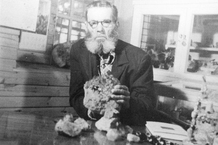Иван Иванович Зверев