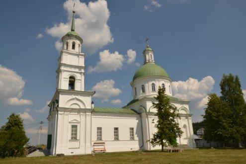 Храм во имя святых первоверховных апостолов Петра и Павла, поселок Черноисточинск